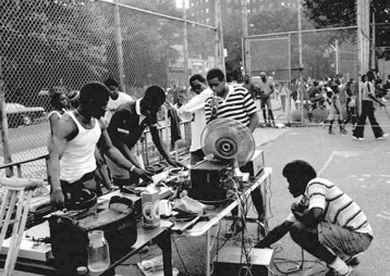1975-kool-herc-setting-up-sound-system